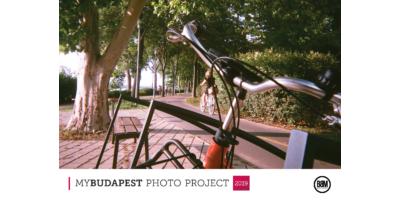 Távolodik a kormány - bicikli Budapesten